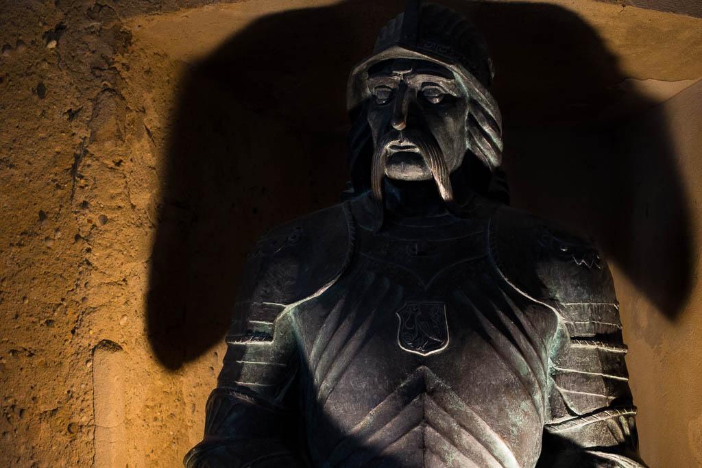 drácula-rumanía-castillo-busto-escultura-vlad-tepes