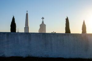 Cementerio nuevo de Aldeia da Luz al atardecer