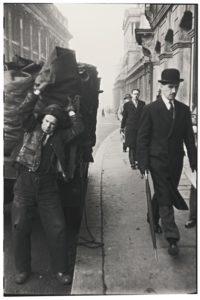 Fotografía con gente en Londres de Robert Frank