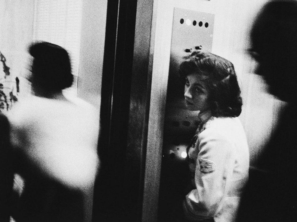 Fotografía de una ascensorista. Robert Frank.