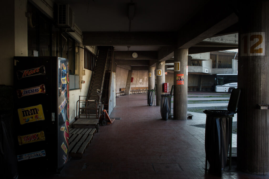 Fotografía estación de autobús vacía en Braga, Portugal