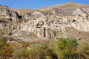 Ciudad de piedra de Vardzia en Georgia