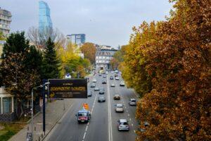 Vista avenida otoño en Tbilisi Georgia