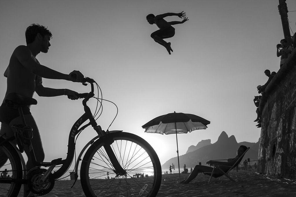Contra luz en una playa en Río de Janeiro