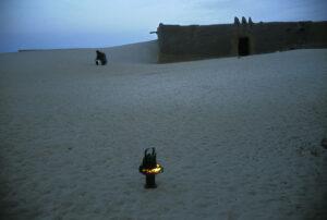 Fotografia al amanecer en el desierto en Mali que ilustra la importancia d ela luz en fotografía de viajes