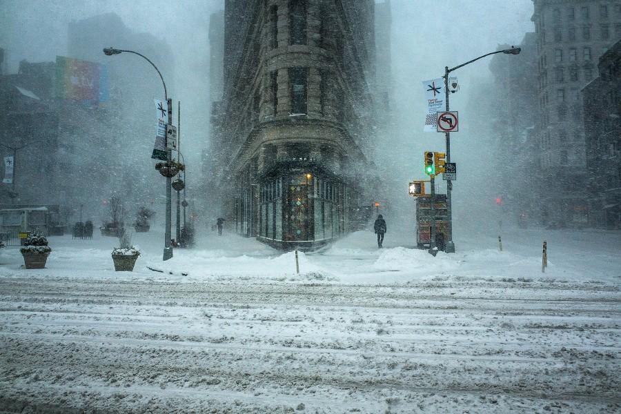 El Flatiron building nevado en Nueva York. Cuando fotografías y viajas hay que saber sacarle partido al mal tiempo como hace Michele Palazzo en esta imagen.