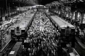 Fotografía de viajes de una estación de tren de Sebastiao Salgado