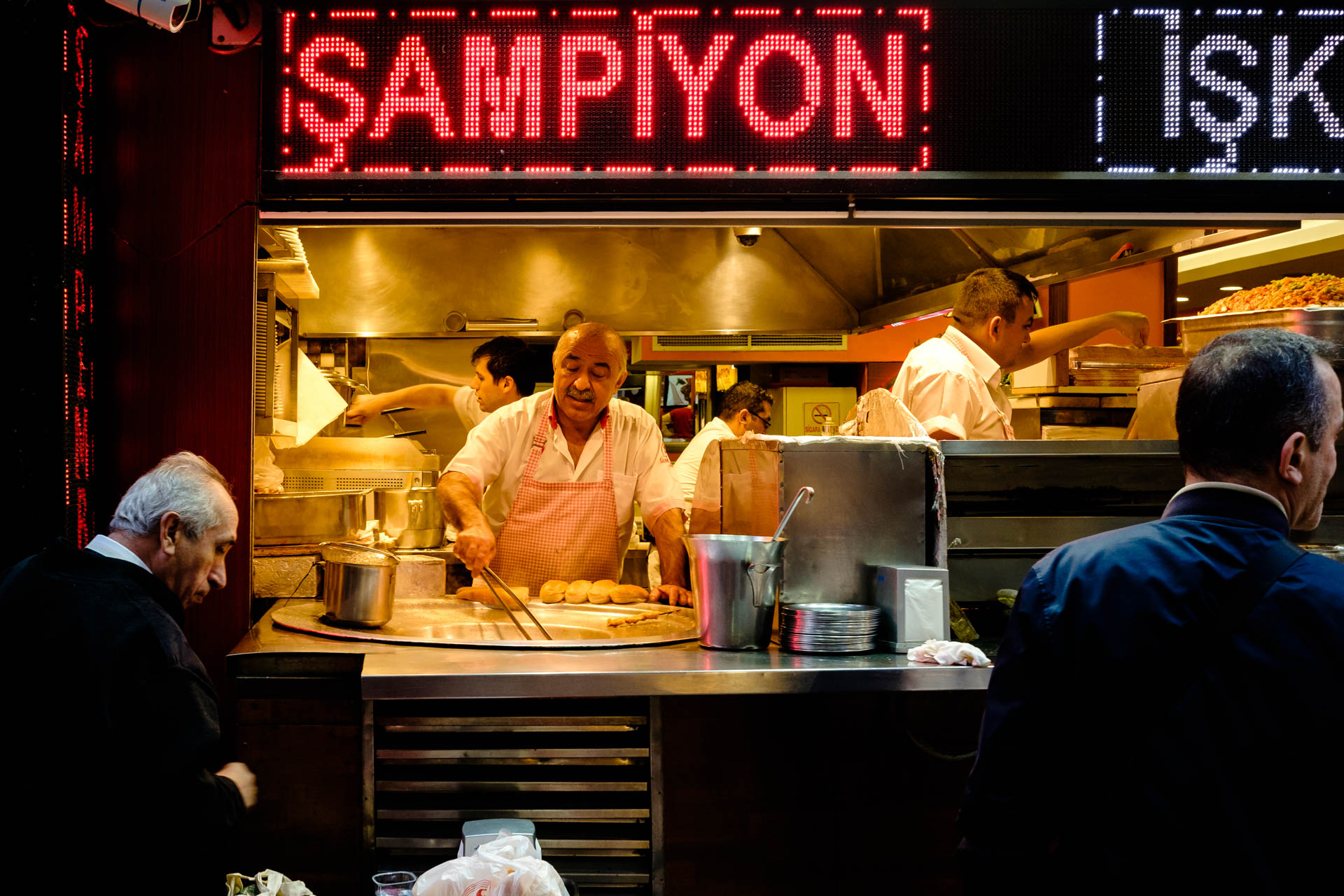 Restaurante local Estambul. Consejos de fotografía y viajes.