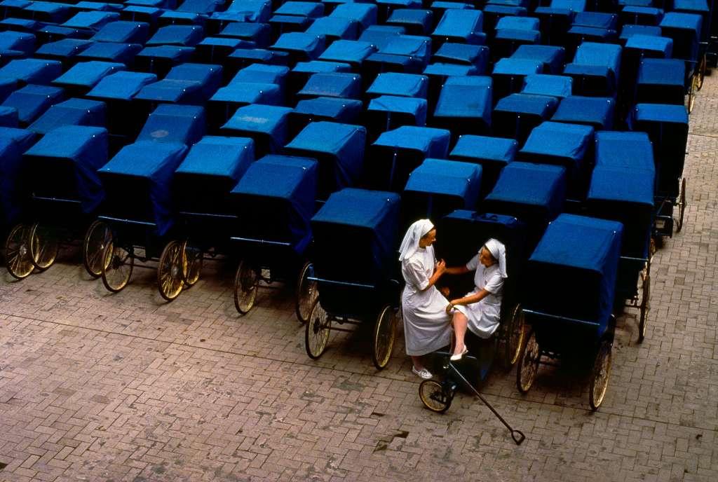 Patrón carros fotografía monjas Steve Mccurry. Consejos de fotografía y viajes.